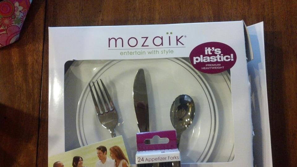 & Mozaik Plates Look Like Fine China but They\u0027re Plastic